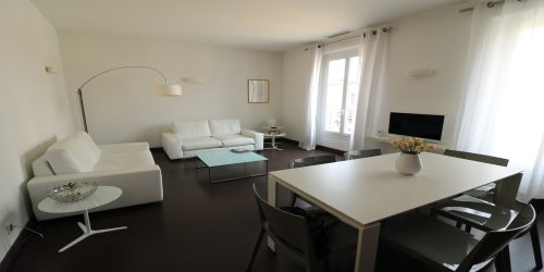 Spacious and bright 3 bedrooms, 2 mn from the Palais