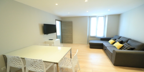 2 Bedrooms refitted & Modern 1 minute from the Palais