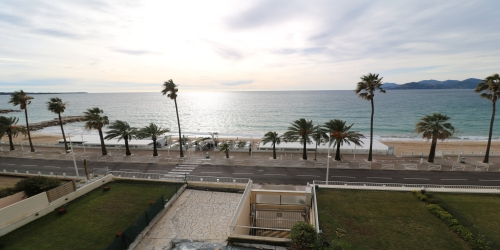 Beautiful 2 bedrooms with sea view terrace 8 minutes from the Palais