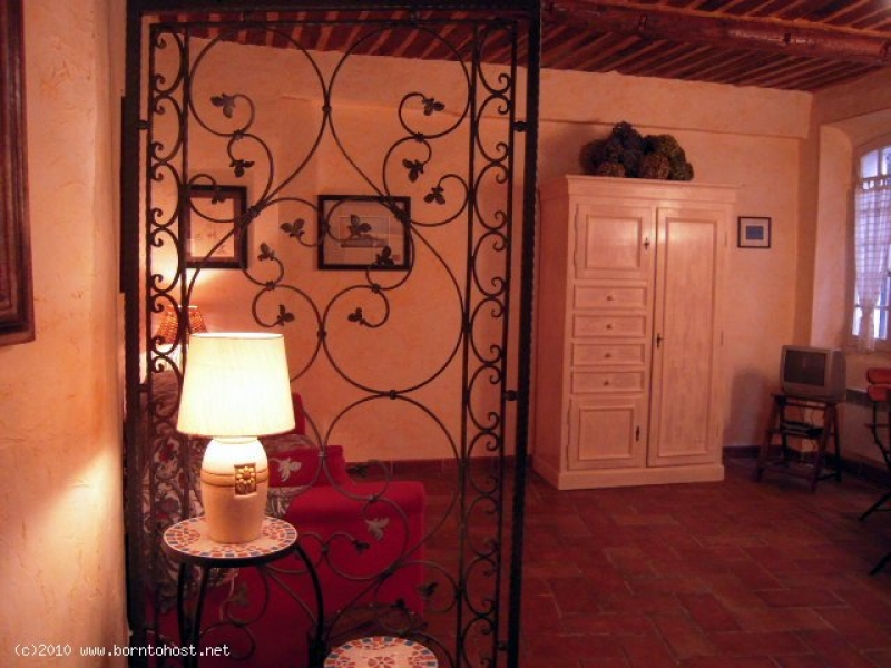 CHARMING COMFORTABLE STUDIO   8 mn from Palais