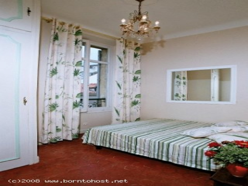 CLASSIC  3 BEDROOMS  5 mn from palais des festival