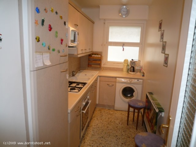 COMFORTABLE  2  BEDROOMS 15 mns from palais des f