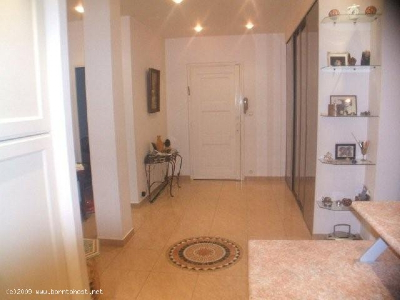 COMFORTABLE 2  BEDROOM  20mn from palais