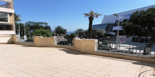 SPACIOUS AND VERY WELL LOCATED 3 BEDROOMS FACING FROM Palais des Festivals