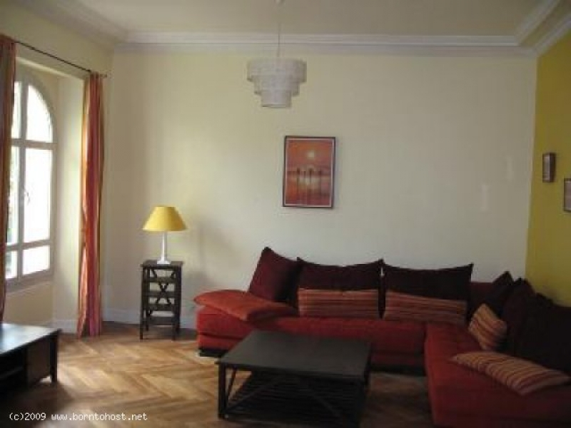 CHARMING 2  BEDROOM garden/terrace  15 mn  from pa