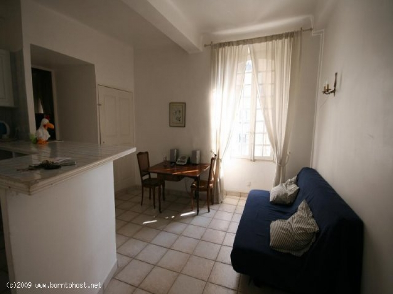 CLASSIC 2 BEDROOMS  2 mn from palais des festivals