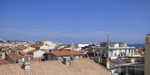 CLASSIC  3 BEDROOMS  7 mn from Palais des Festivals