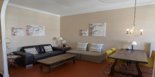 CLASSIC BRIGHT 2 BEDROOMS 10 mn from Palais des Festivals