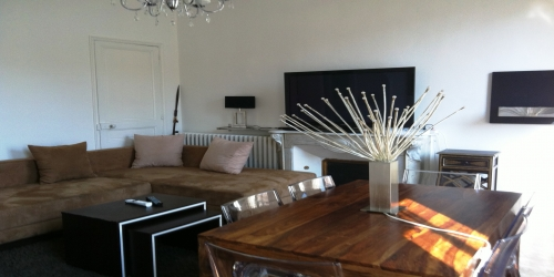 BRIGHT AND SPACIOUS 3 BEDROOMS 3 mn from Palais des Festivals