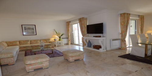 ELEGANT 3 bedrooms 7 mn from Palais des Festivals
