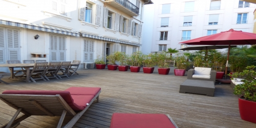 SPACIOUS 3 BEDROOMS WITH LARGE TERRACE 5 mn from Palais des Festivals