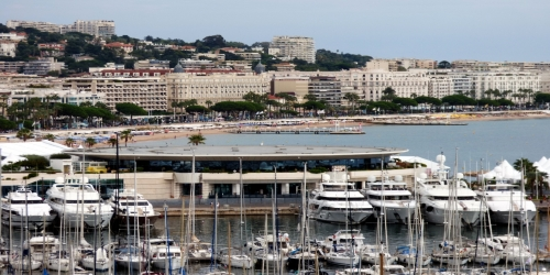 Spacious 2 Bedroom apartment with beautiful Sea, Palais and Port View, 8mn from Palais des Festivals