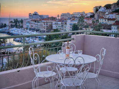 SEA VIEW 1 BEDROOM DUPLEX 3 mn from Palais des Festivals
